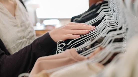 empresa ressarcir empregados exigencia dress code
