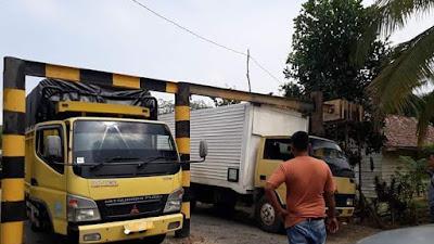 Diduga Truck muatan sawit melebihi Tonase Penyebab Rusaknya Jalan, Dishub Bungo Tutup Mata!