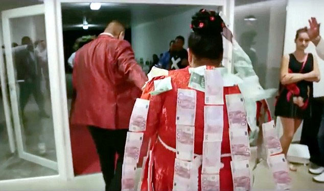 Photos: 19-year-old bride rocks 84 million naira wedding gown