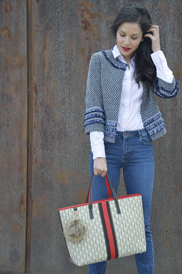 jeans-sneakers-print-jacket-navy-tweed-look-trends-gallery-outfit-carolina-herrera
