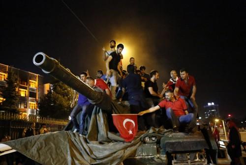 """Ένα """"στημένο"""" πραξικόπημα κήδεψε την δημοκρατία στην Τουρκία"""