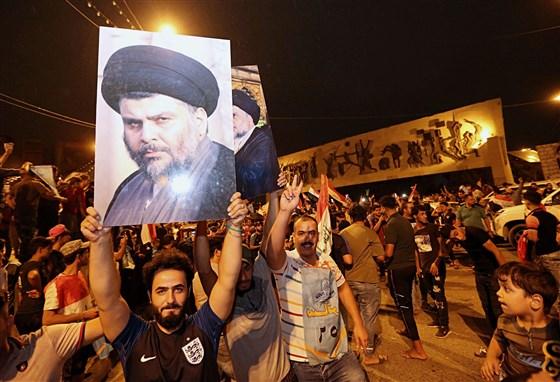 O bloco político liderado por Muqtada al-Sadr, o clérigo xiita que lutava contra as tropas americanas, passou a liderar as eleições no Iraque.