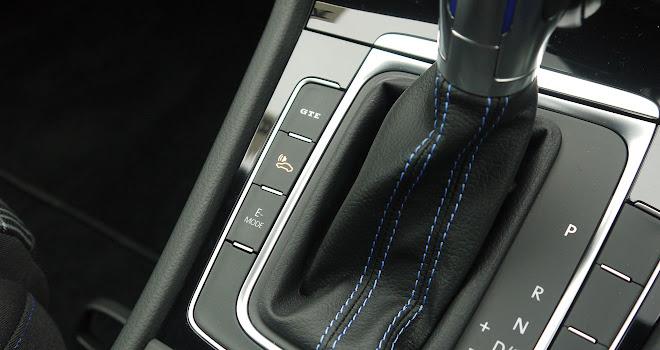Volkswagen Golf GTE 2017 mode buttons