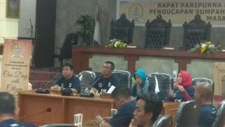 Asik Bermain Game Anggota Dewan Yang  Baru Satu Hari Dilantik Tidak Pedulikan Aspirasi Masyarakat Dalam Acara Dialog Interaktif  Bersama Walikota