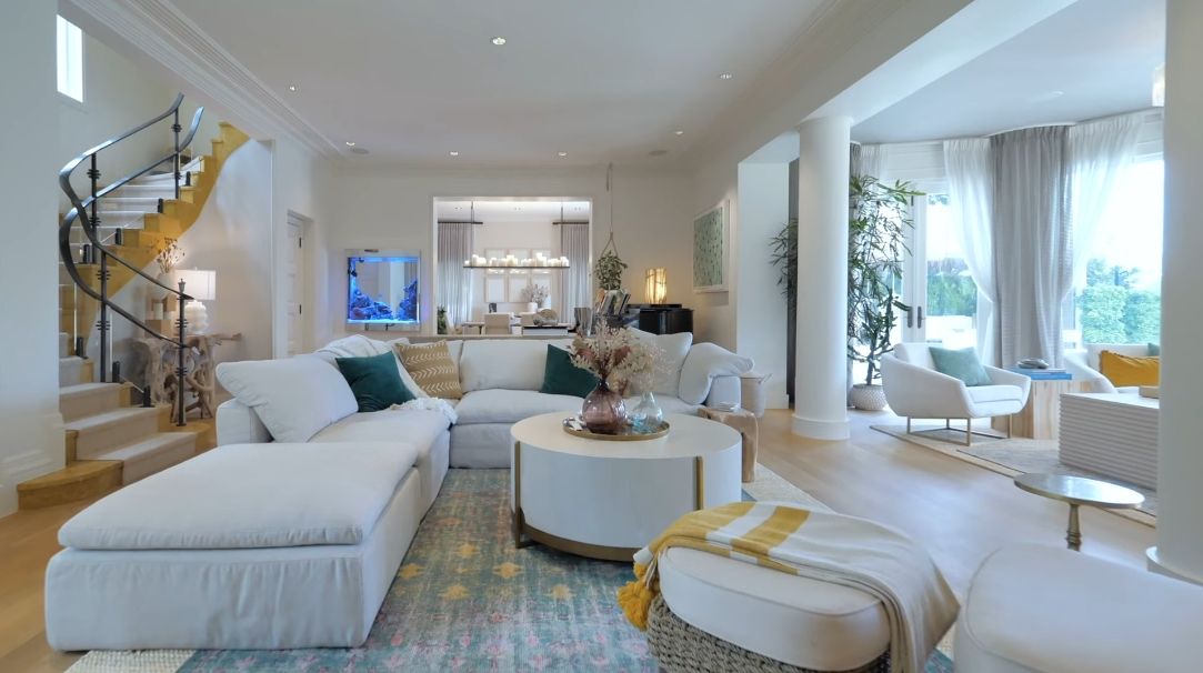 49 Interior Design Photos vs. 6401 Pine Tree Dr Cir, Miami Beach, FL Ultra Luxury