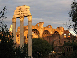 """La Roma dei Cesari - Passeggiando con gli Imperatori al """"Tramonto"""" dal Campidoglio al Colosseo attraversando i Fori Imperiali"""