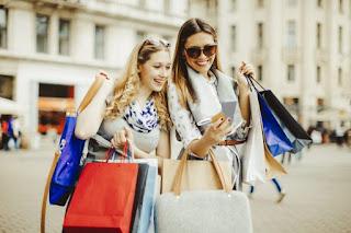 Shopping Entre Femme Marocaine