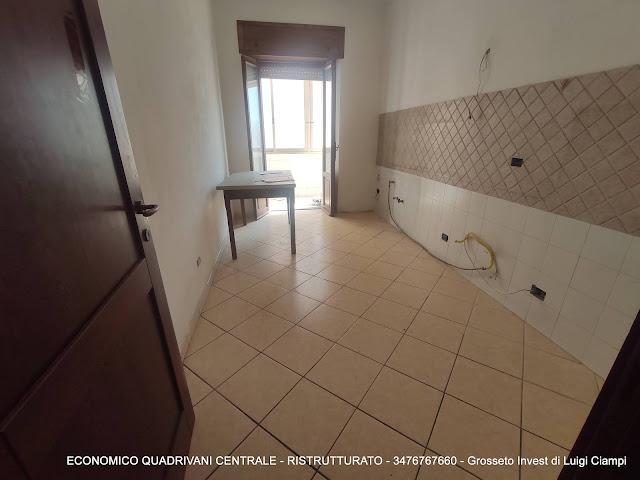 Cucina con affaccio verandato di economico appartamento vendita Grosseto Centro