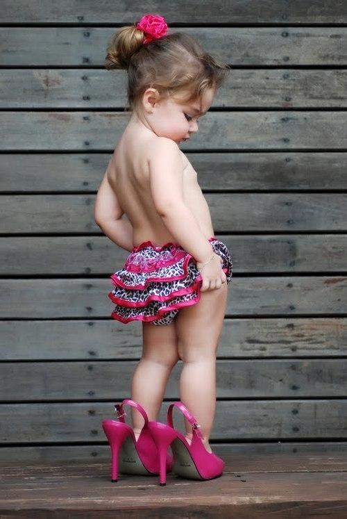 Resultado de imagem para escolher sapato de criança