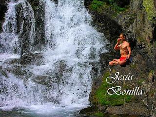 Yoga al aire libre yoga en la naturaleza.