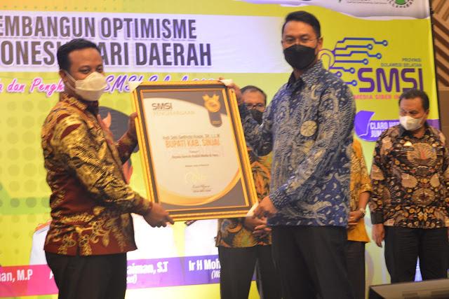 SMSI Beri Penghargaan Peduli Media dan Pers kepada Bupati ASA
