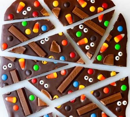 Halloween Candy Bark #desserts #chocolate