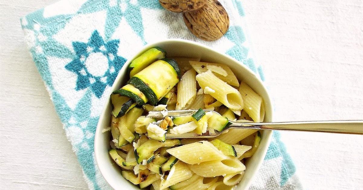 Pasta fredda alle zucchine grigliate, noci e ricotta salata