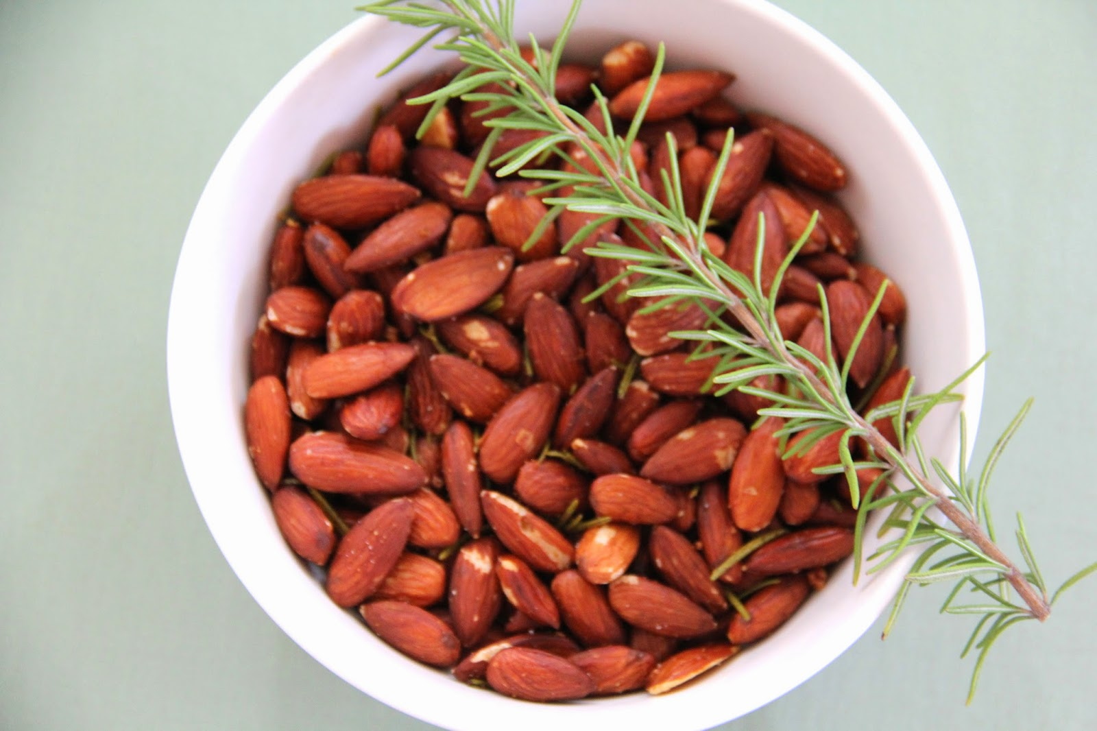 Garlic and Rosemary Roasted Almonds @ Elizabeth, Marie, and Me