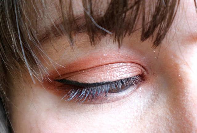 Makeup des yeux réalisé avec des produits Etude House.