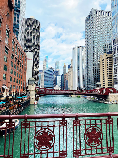 chicago riverwalk, chicago riverwalk photography, chicago river, chicago river bridges