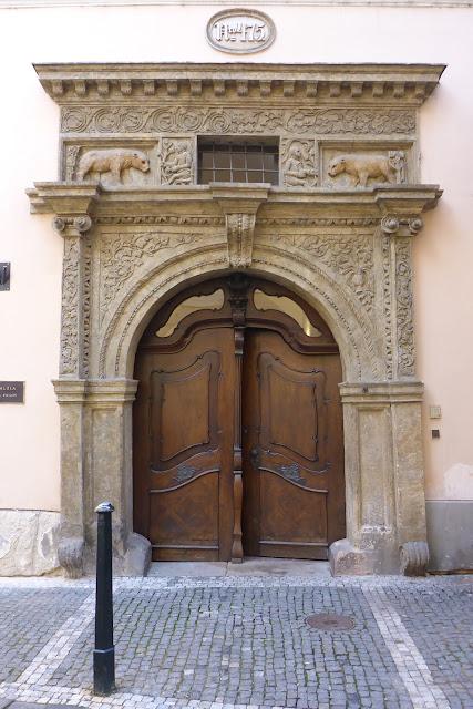 portail de la Maison des 2 Ours Prague