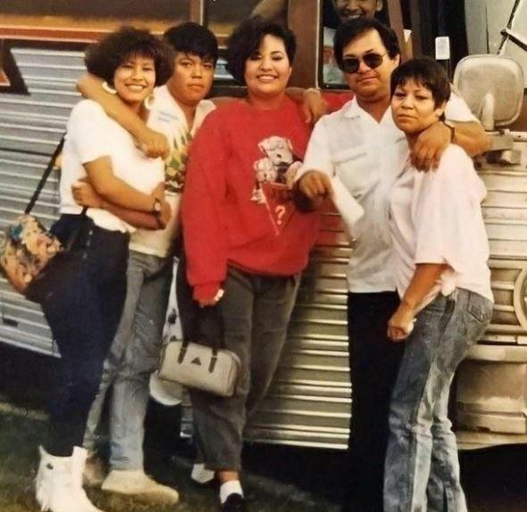 Selena Quintanilla com os pais e irmãos