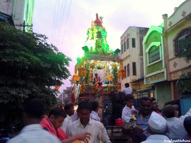 Image: Balaji Rath and devotees from the backside.
