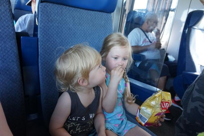 junamatkustaminen InterRegiolla Romaniassa - lasten kanssa Bukarestista Brasoviin