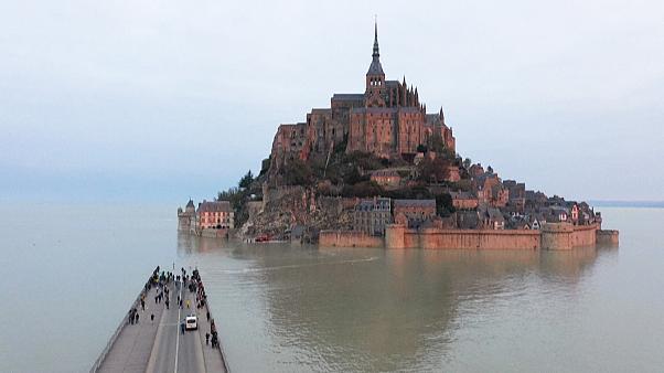Καστροπολιτεία στη Γαλλία έκλεισε λόγω παλίρροιας (βίντεο)