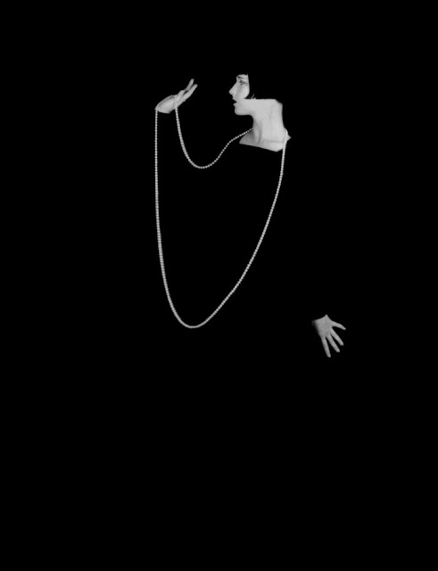 https://selvedgeyard.com/2011/02/08/the-original-it-girl-of-the-1920s-the-allure-of-louise-brooks/