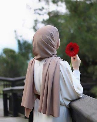 بنت تحميل زهرة حمراء اللون