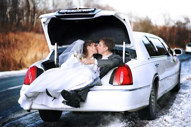 Свадебные фотографии: фотосъемка с лимузином