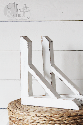 http://www.thriftyandchic.com/2018/02/diy-farmhouse-style-wood-corbels.html