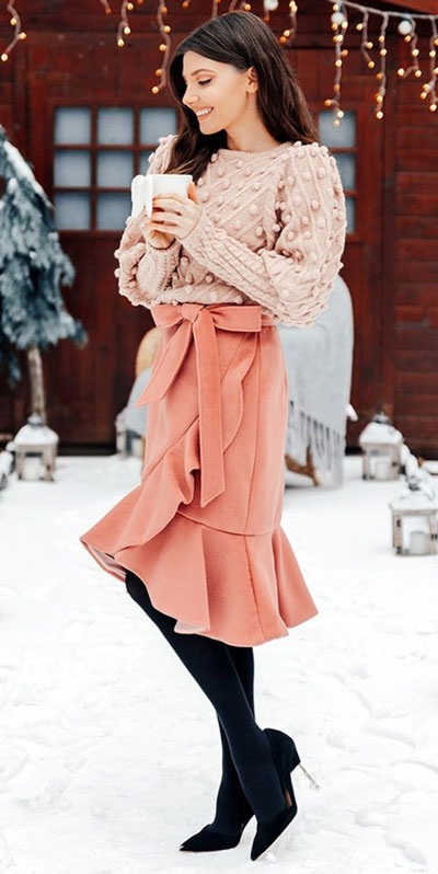 The holidays are here, these simple but cute festive outfit ideas are ready to help you shine glamorously in your upcoming Instagram photos. Holiday Fashion + Style via higiggle.com | Skirt Outfits | #festive #holiday #jumper #skirt