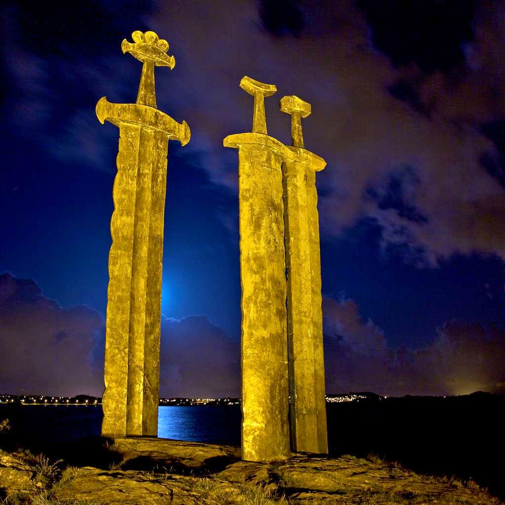 46 Unbelievable Photos That Will Shock You - Sverd i fjell Giant Sword Monument in Norway
