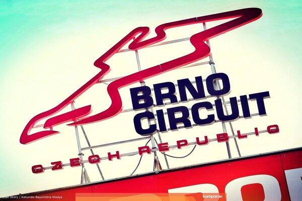pembalap menghabiskan liburan musim panas selama tiga pekan 6 Fakta Menarik MotoGP Republik Ceko