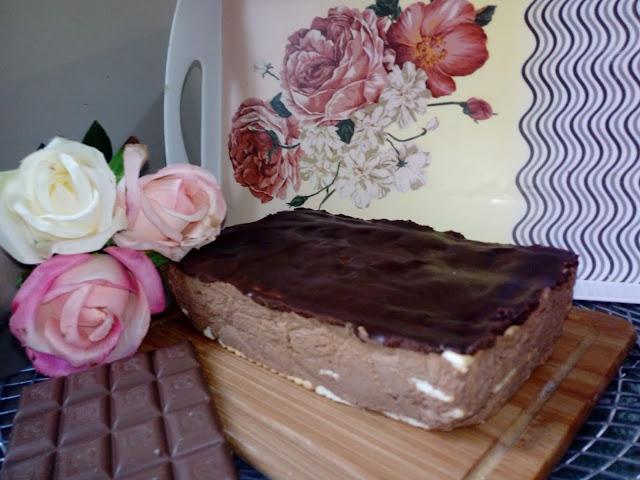czekoladowy przekladaniec smietanowiec czekoladowy ciasto na herbatnikach czekoladowiec bez pieczenia ciasto z masa czekoladowa herbatnikowiec