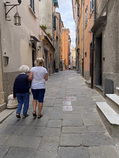 Via Giovanni Capellini - Porto Venere - helping an elderly woman