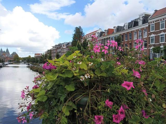 canale nel quartiere Pijp