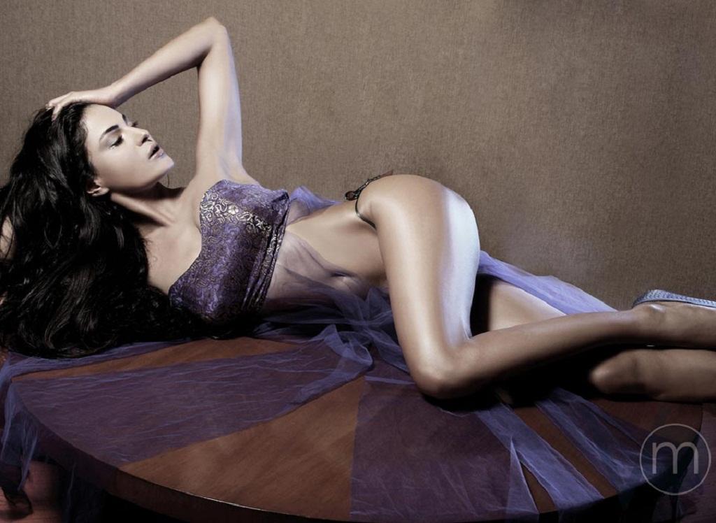 Veena Malik Full Sexy Video