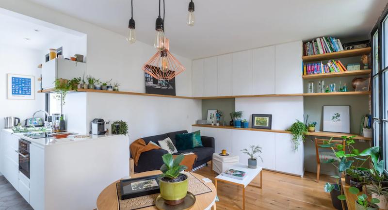 Salón, comedor y cocina con muebles a medida.