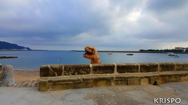 T-Rex saliendo de playa de hondarribia