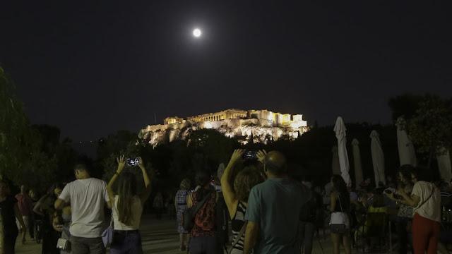 Σήμερα το Αυγουστιάτικο φεγγάρι του Δεκαπενταύγουστου - Γιατί θα είναι μικρότερη η πανσέληνος