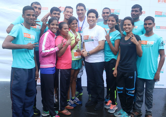 Pic 5 Sachin Tendulkar, Face of the Marathon and Vighnesh Shahane,CEO, IDBI Federal Life Insurance along with the athletes after the race