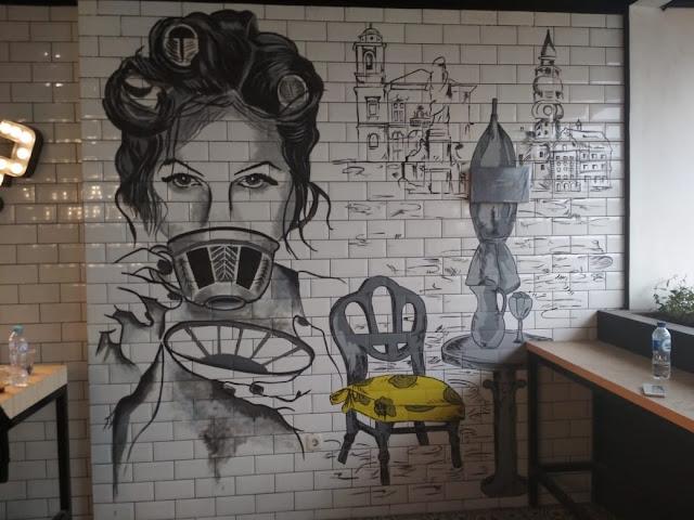Mural Hitam Putih