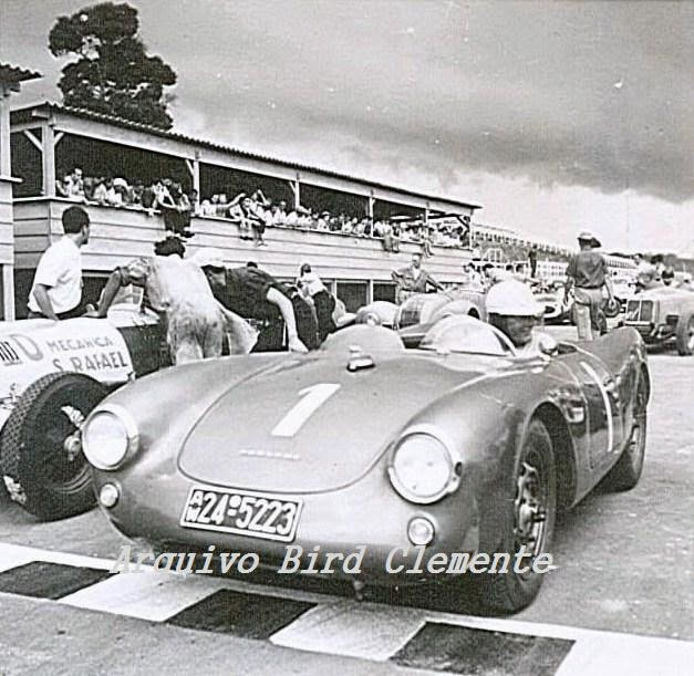 ... com o Porsche aqui, sei apenas que por volta de 1956 57 este carro  aparece nas mãos de grandes pilotos brasileiros alguns como Chico Landi  adversário ... 08d5857b3b