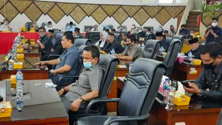 Anggota DPRD Padang ikuti rapat paripurna