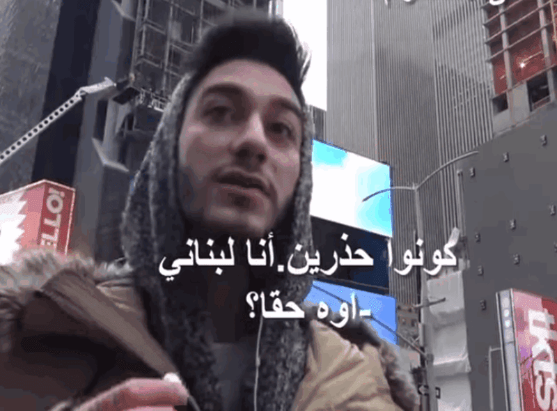 """شعارا مكتوب فيه """"اطرد المسلمين"""""""
