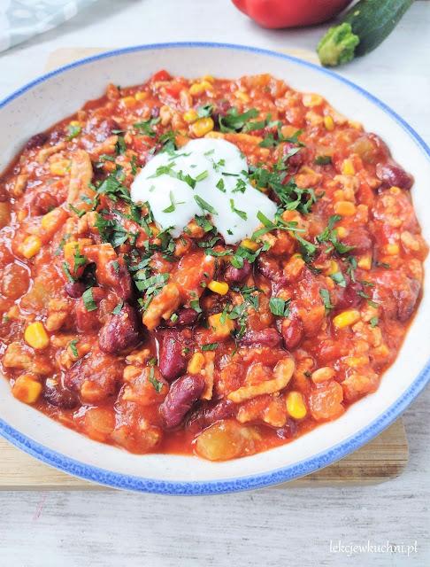Gulasz meksykański z mięsem mielonym i kabaczkiem chili con carne przepis