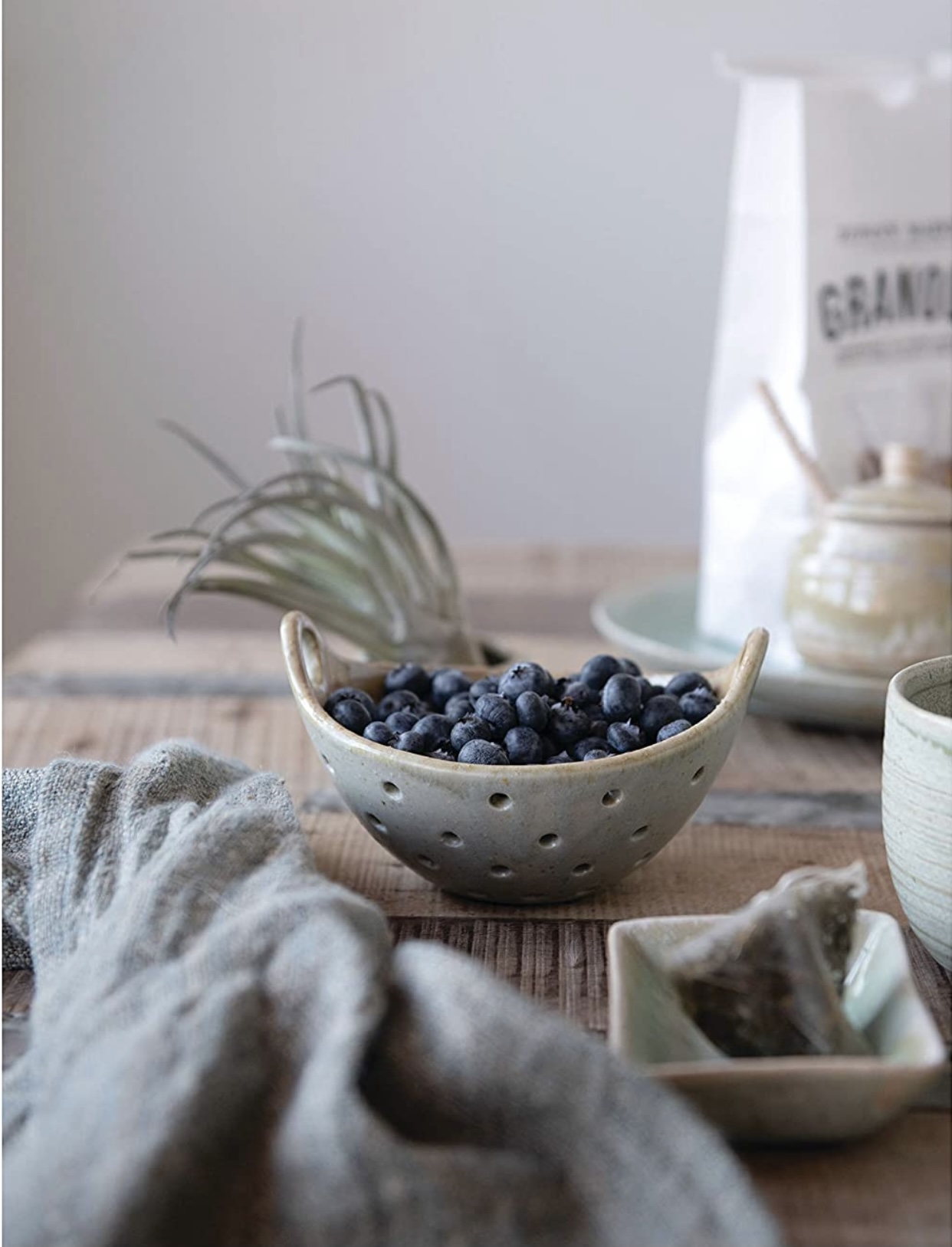 berry bowl with loopy handles