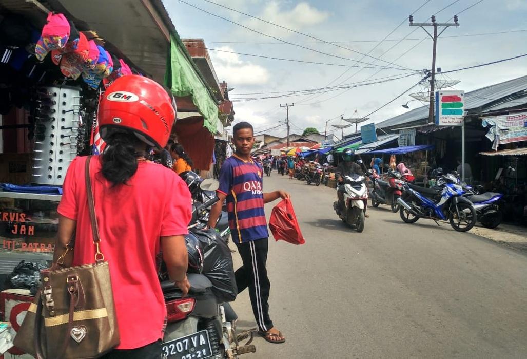 Jelang Hari Raya Idul Fitri Aktivitas di Pasar Sekadau Mulai Ramai