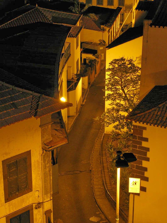 night in Calçada de Santa Clara