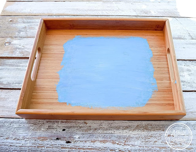 Tablett mit Kreidefarbe streichen