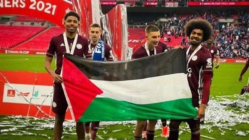 Bendera Palestina Dikibarkan Hamza Choudhury-Wesley Fofana, Rayakan Leicester City Juara FA Cup